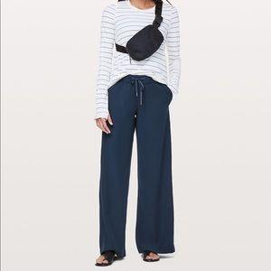 Lululemon On the Fly Wide Leg Navy Trouser Pants 4